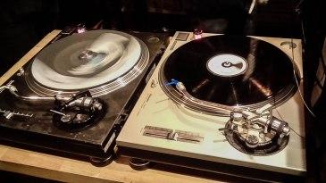 Le Petit Bar, platines vinyle