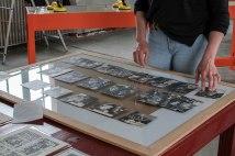 Montage de l'exposition de Julie Doucet