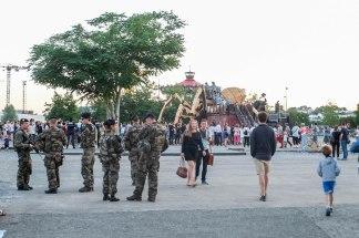Kumi et les militaires